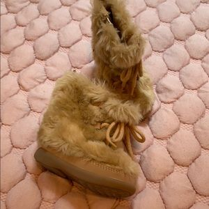Fuzzy boots size 3 baby gap